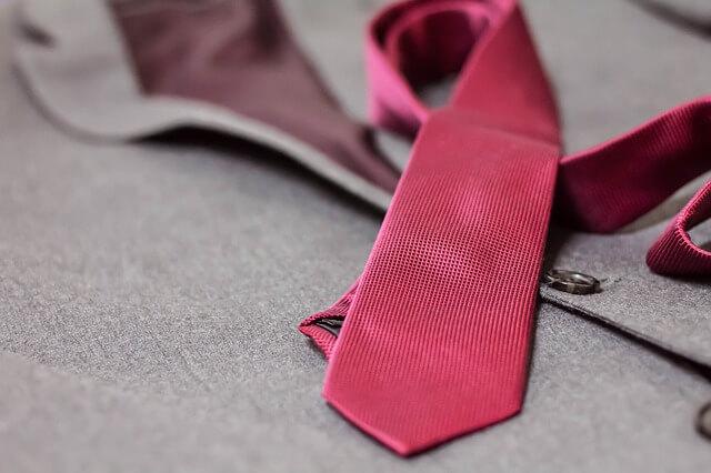 Jak dobrać krawat do garnituru?