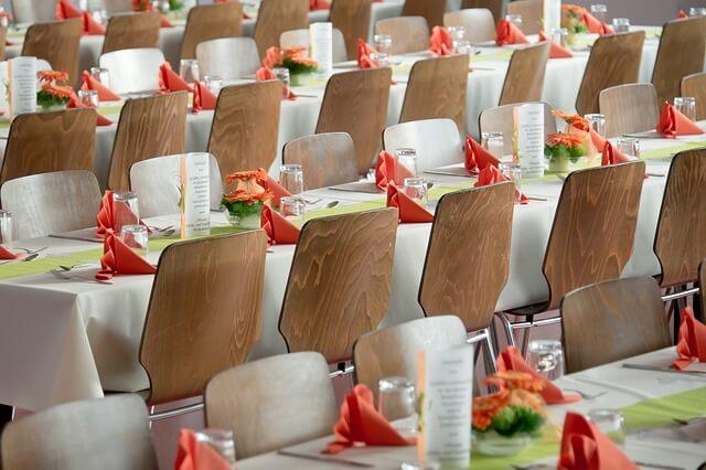 sprawdź jak usadzić gości na weselu