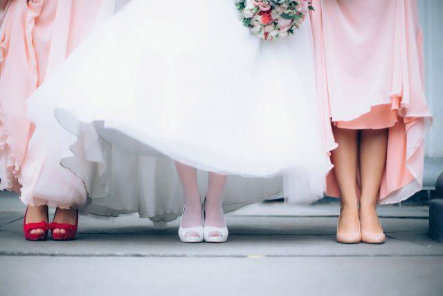Zakup ślubnych butów przez internet