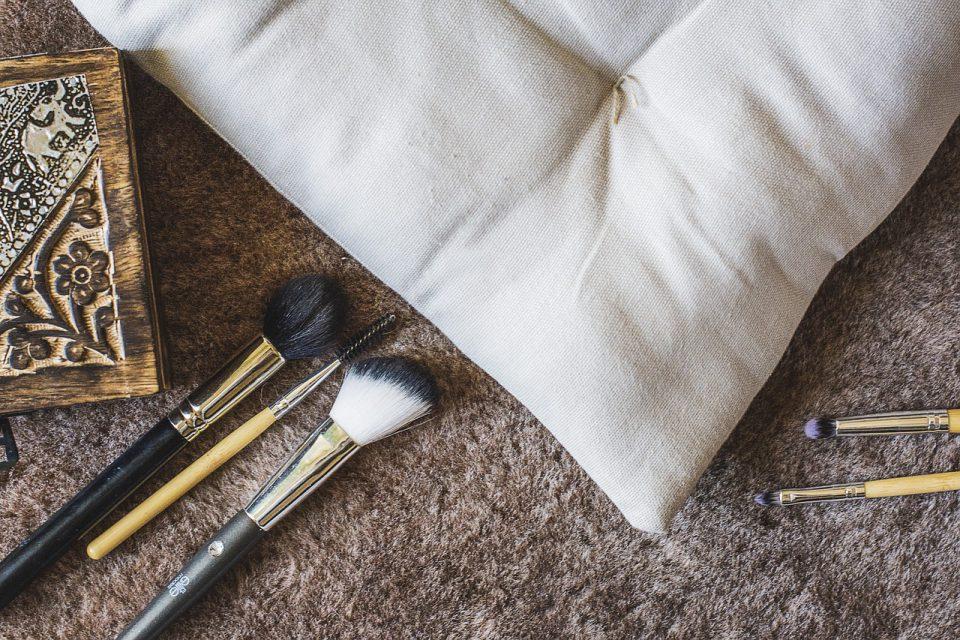 Delikatny makijaż na każdy dzień – jak sprawić, żeby Twoja cera wyglądała promiennie?